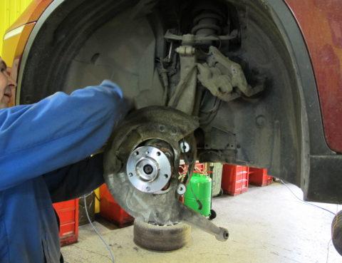 Замена тормозных дисков и замена ступицы